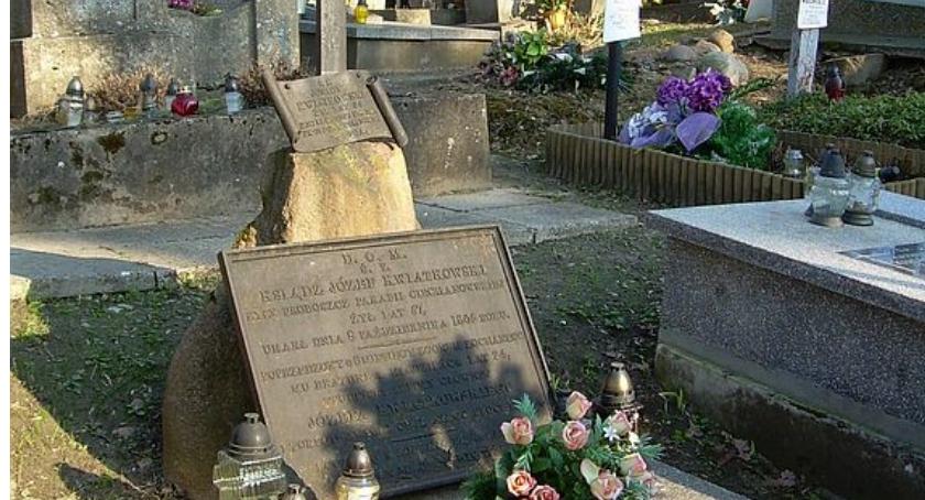 Społeczeństwo, Wolontariat pamięci Ciechanowie Zajmują renowacją zniszczonych grobów - zdjęcie, fotografia