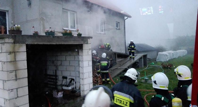 Pożary, Pożar jednorodzinnym Glinojeckiem (zdjęcia) - zdjęcie, fotografia