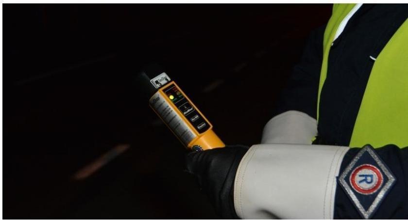 Pijani Kierowcy, Jechał pijany prawa jazdy Zatrzymała ciechanowska policja - zdjęcie, fotografia