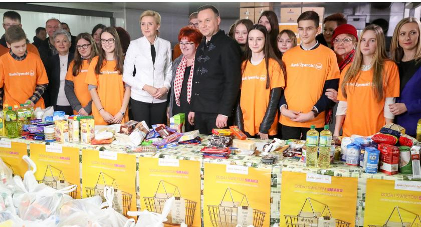 Organizacje Pozarządowe, prezydencka przygotowała Ciechanowie paczki potrzebujących - zdjęcie, fotografia