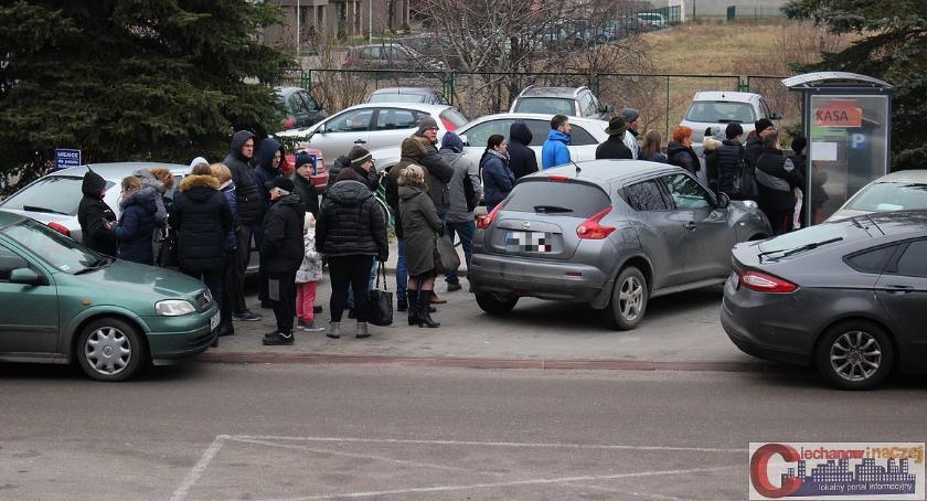 Społeczeństwo, Wasze Kilkadziesiąt osób kolejce parkometru szpitalu - zdjęcie, fotografia