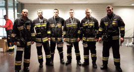 Strażacy musieli wbiec na 37. piętro (zdjęcia)