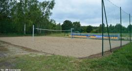 Ciechanowianie mogą już korzystać z kolejnego boiska do siatkówki plażowej