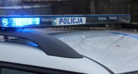 Nastolatek z Ciechanowa uderzył autem w ogrodzenie. Był pijany