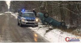 Wasze Info: Dachowanie osobówki na drodze Ciechanów - Sońsk (zdjęcia)