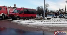 AKTUALIZACJA: Bus z żołnierzami uderzył w figurkę na rondzie w Ciechanowie (wideo/zdjęcia)