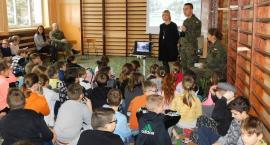 Uczniowie SP 4 spotkali się z przedstawicielami 5. Mazowieckiej Brygady Obrony Terytorialnej (foto)