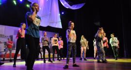 Premiera spektaklu teatralno-tanecznego Kopciuszek.pl w PCKiSz (zdjęcia)