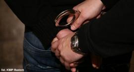 U sąsiadów: 17-latek znęcał się nad matką i młodszym rodzeństwem